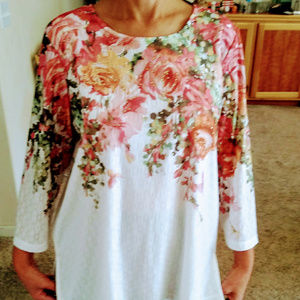 Alfred Dunner Medium white top with flowers